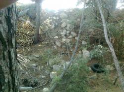 le rempart gênait:on l'a jeté au fossé sud